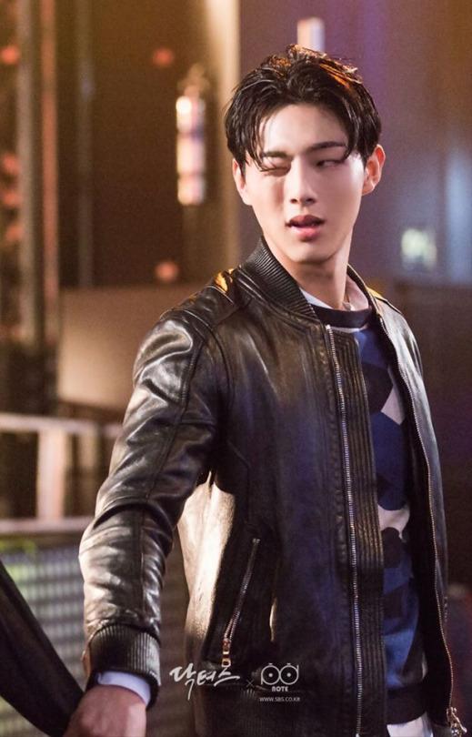 """Kim Ji Soo: Chàng trai có phận đời """"lên voi xuống chó"""" nhất phim """"Doctors"""" - Ảnh 2."""