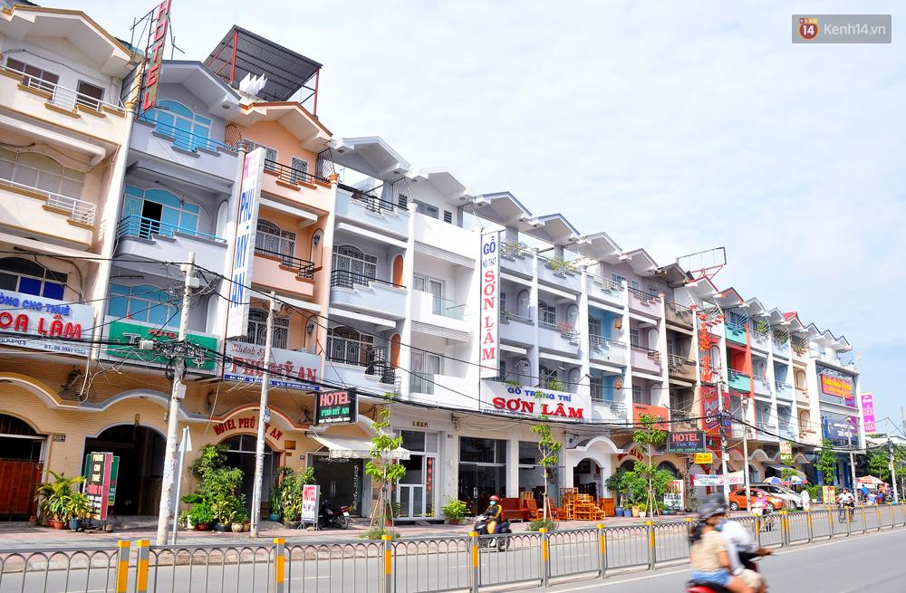 Những khu phố đồng phục thú vị ở Sài Gòn với dãy nhà giống hệt nhau - Ảnh 6.