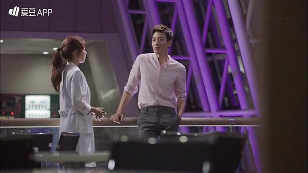 """""""Doctors"""": Lee Sung Kyung quỳ gối cầu xin Park Shin Hye - Ảnh 5."""