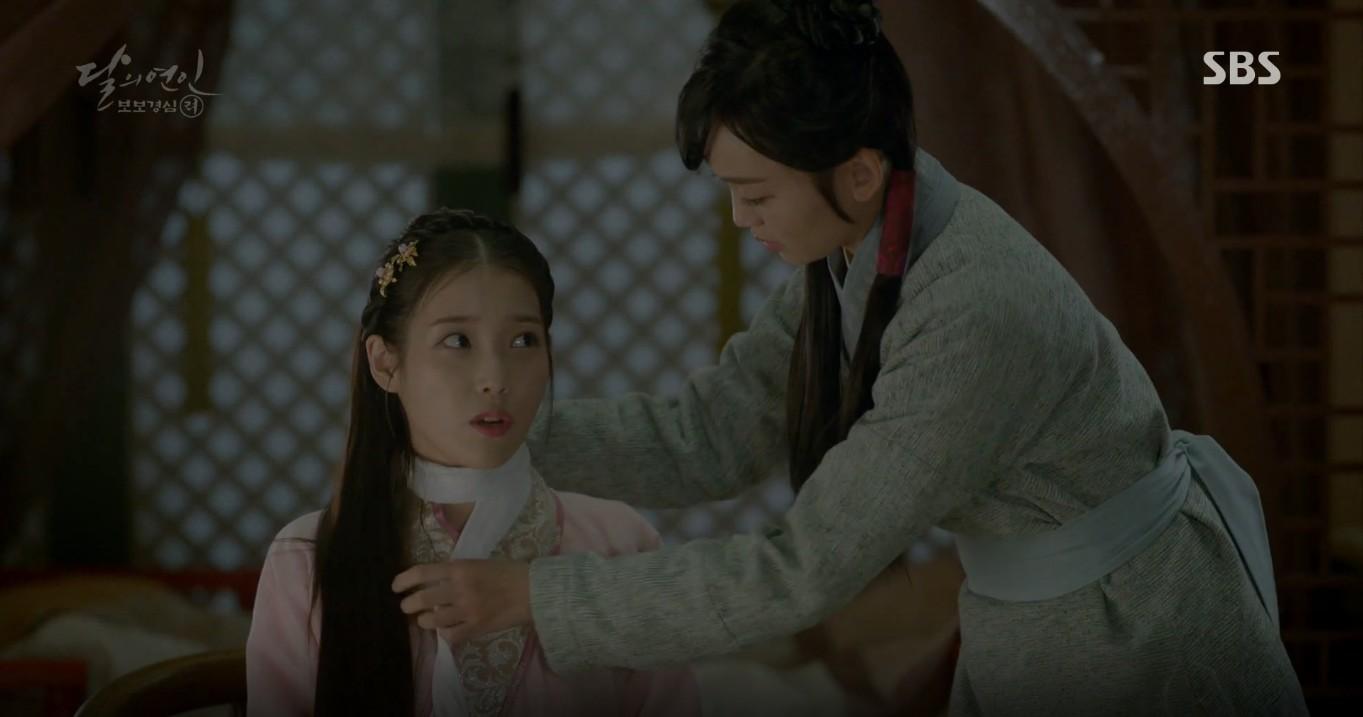 Moon Lovers: Đánh nhau chán chê, hoàng tử Baekhyun lại đột nhiên phải lòng IU - Ảnh 6.