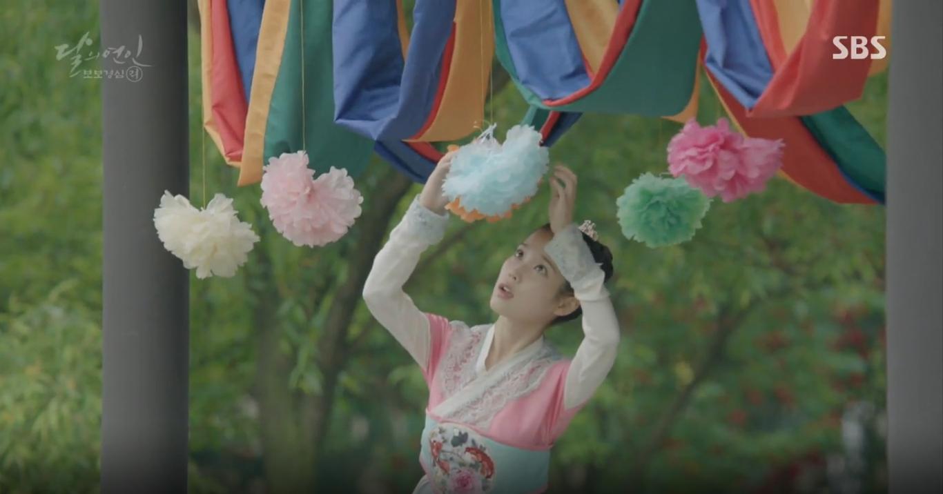 Moon Lovers: Tứ hoàng tử Lee Jun Ki chính thức hạ chiếc mặt nạ trước mặt IU - Ảnh 2.