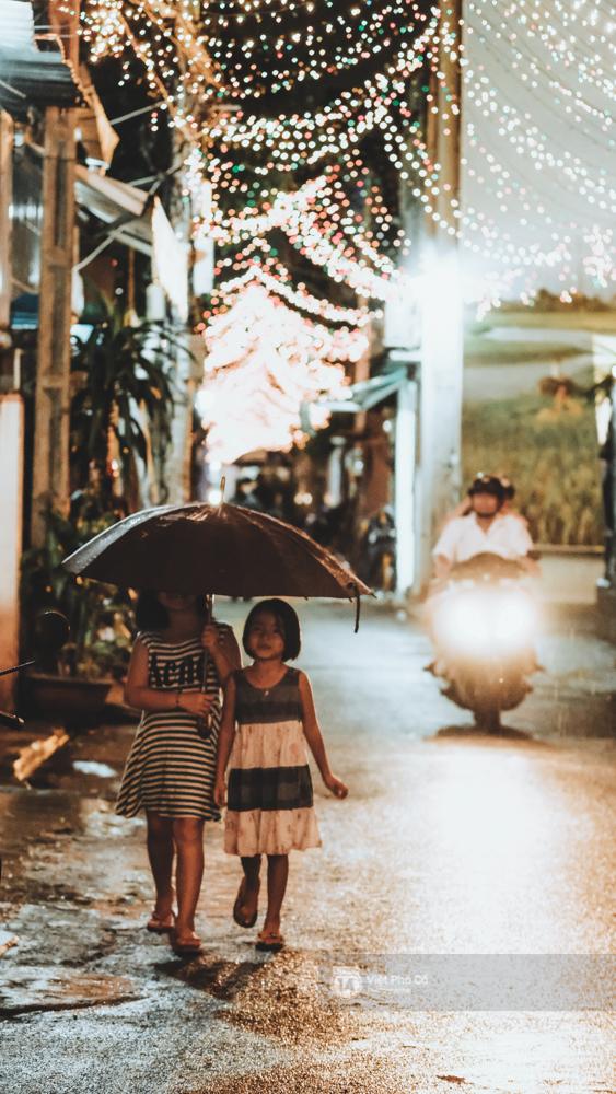 Người Sài Gòn đã tự tay trang trí Giáng sinh cho con hẻm của mình theo cách lãng mạn như thế - Ảnh 9.