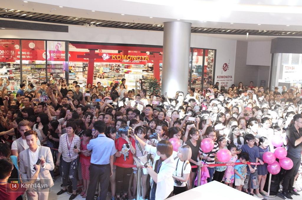 365 khóc cùng fan trong buổi biểu diễn cuối cùng ở Hà Nội - Ảnh 31.