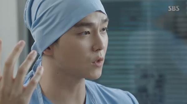 """""""Doctors"""": Yoon Kyun Sang bày tỏ tình cảm của mình với tình địch Kim Rae Won - Ảnh 32."""