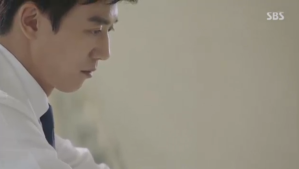 """""""Doctors"""": Yoon Kyun Sang bày tỏ tình cảm của mình với tình địch Kim Rae Won - Ảnh 33."""