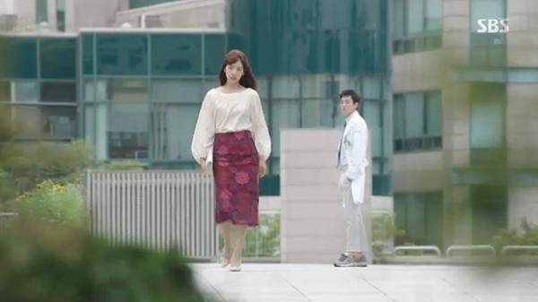 Doctors: Ngày Lee Sung Kyung chơi đểu Park Shin Hye cuối cùng cũng đến - Ảnh 40.