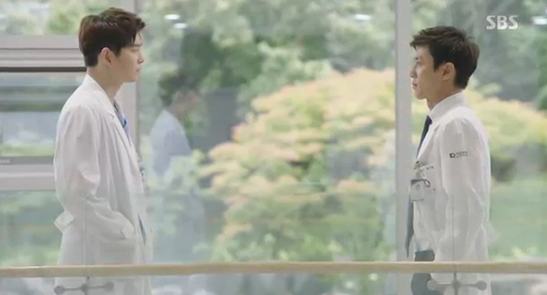 """""""Doctors"""": Yoon Kyun Sang bày tỏ tình cảm của mình với tình địch Kim Rae Won - Ảnh 34."""