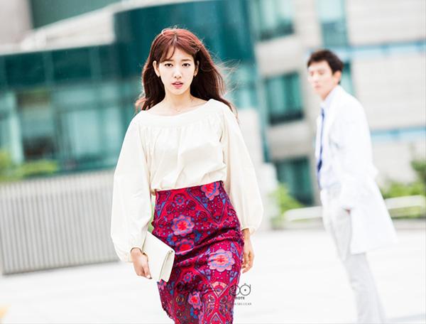 """""""Doctors"""": Xem kìa, Park Shin Hye cuối cùng đã biết ghen! - Ảnh 1."""