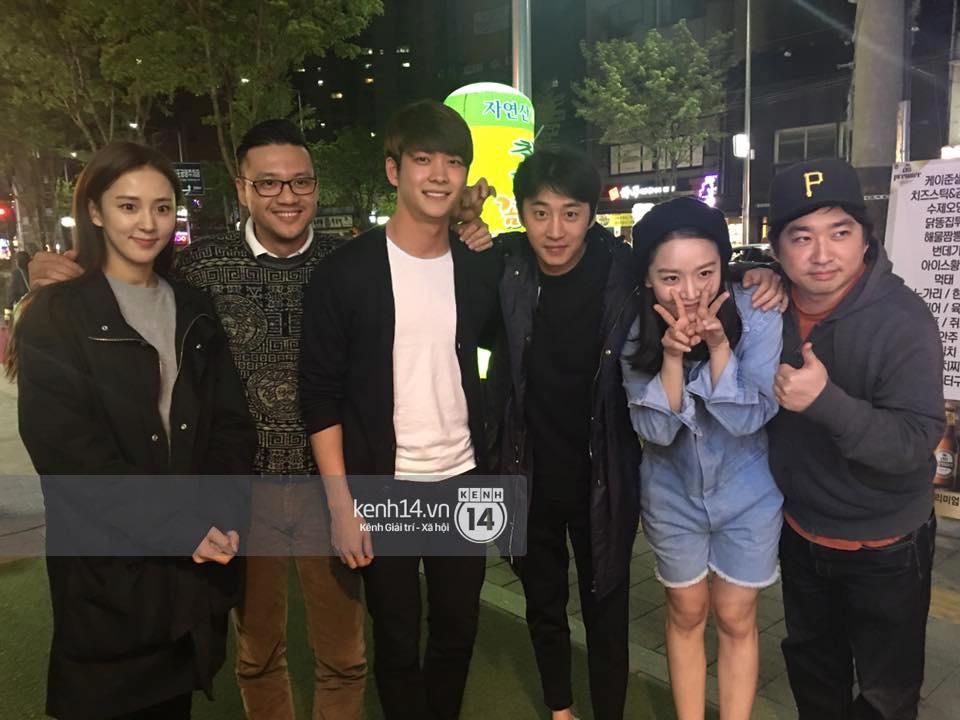 Đạo diễn Khải Anh hội ngộ Kang Tae Oh và dàn diễn viên Tuổi thanh xuân tại Hàn Quốc - Ảnh 3.