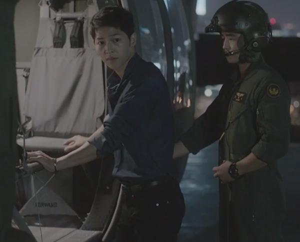 Sau Song Joong Ki, lại thêm Kim Rae Won cưa cẩm bằng trực thăng - Ảnh 6.