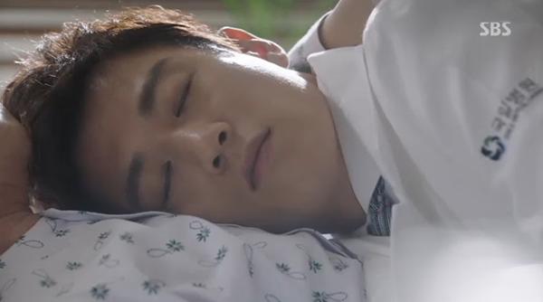 """""""Doctors"""": Xem kìa, Park Shin Hye cuối cùng đã biết ghen! - Ảnh 28."""
