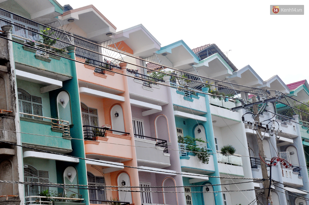 Những khu phố đồng phục thú vị ở Sài Gòn với dãy nhà giống hệt nhau - Ảnh 7.