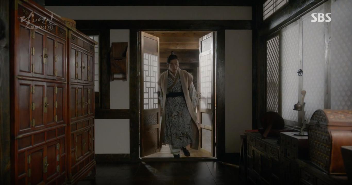 """Moon Lovers: """"Mười"""" Baekhyun suýt toi mạng dưới tay… bố vợ - Ảnh 10."""