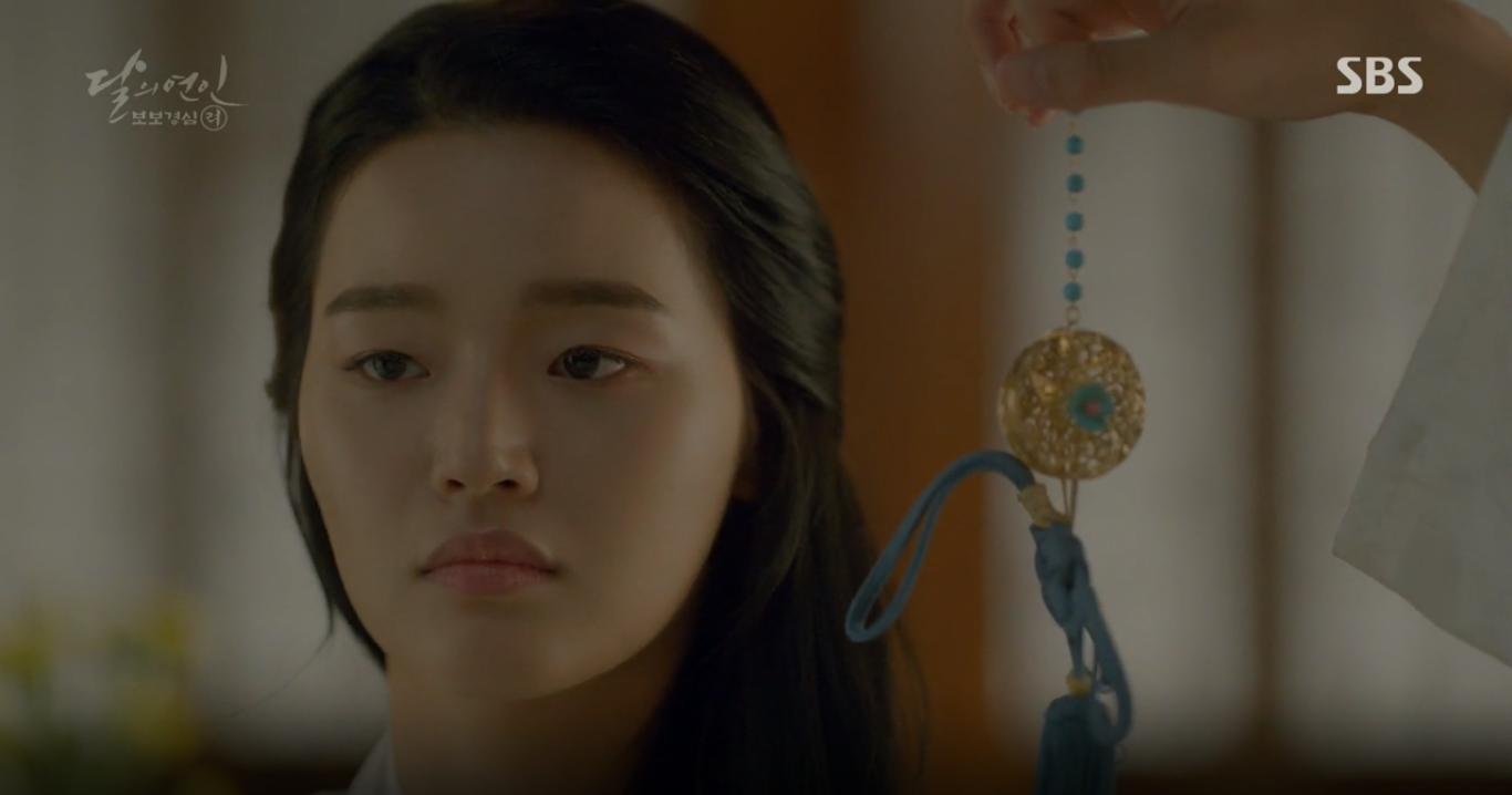 """Moon Lovers: """"Mười"""" Baekhyun chính thức có nụ hôn màn ảnh đầu tiên! - Ảnh 2."""