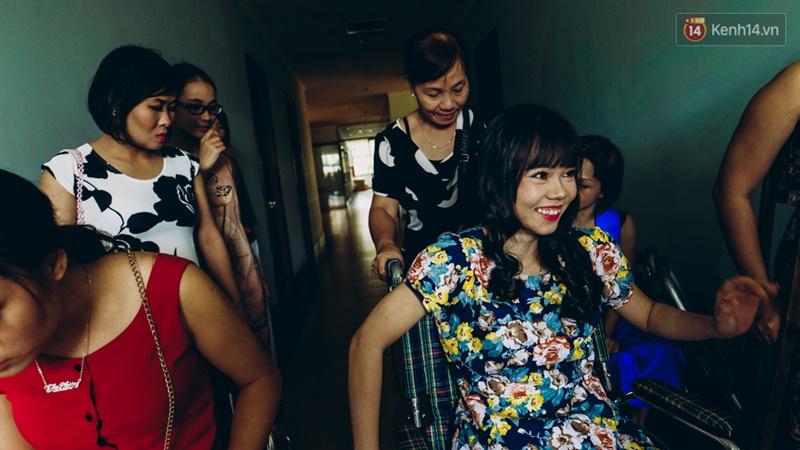 Chùm ảnh xúc động về nét đẹp của những người phụ nữ khuyết tật trên sàn diễn thời trang ở Sài Gòn - Ảnh 9.