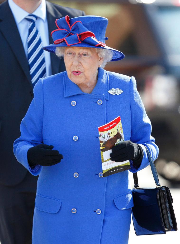 Lý do xúc động đằng sau phong cách thời trang chóe lọe của Nữ hoàng Anh - Ảnh 4.