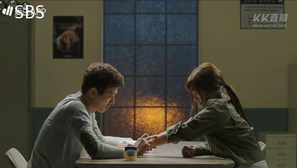 """""""Doctors"""": Ji Soo siêu ngầu, cướp Park Shin Hye từ tay Kim Rae Won - Ảnh 10."""