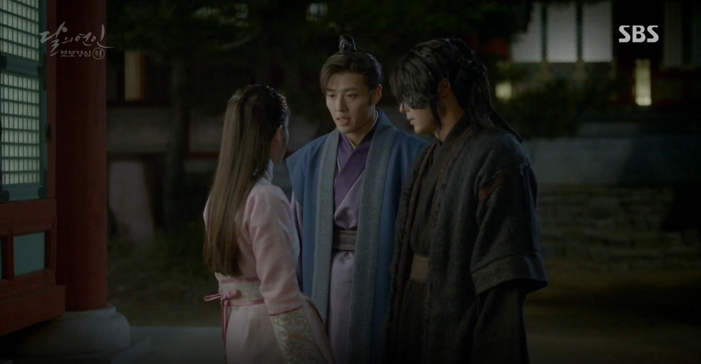 Moon Lovers: Đánh nhau chán chê, hoàng tử Baekhyun lại đột nhiên phải lòng IU - Ảnh 22.