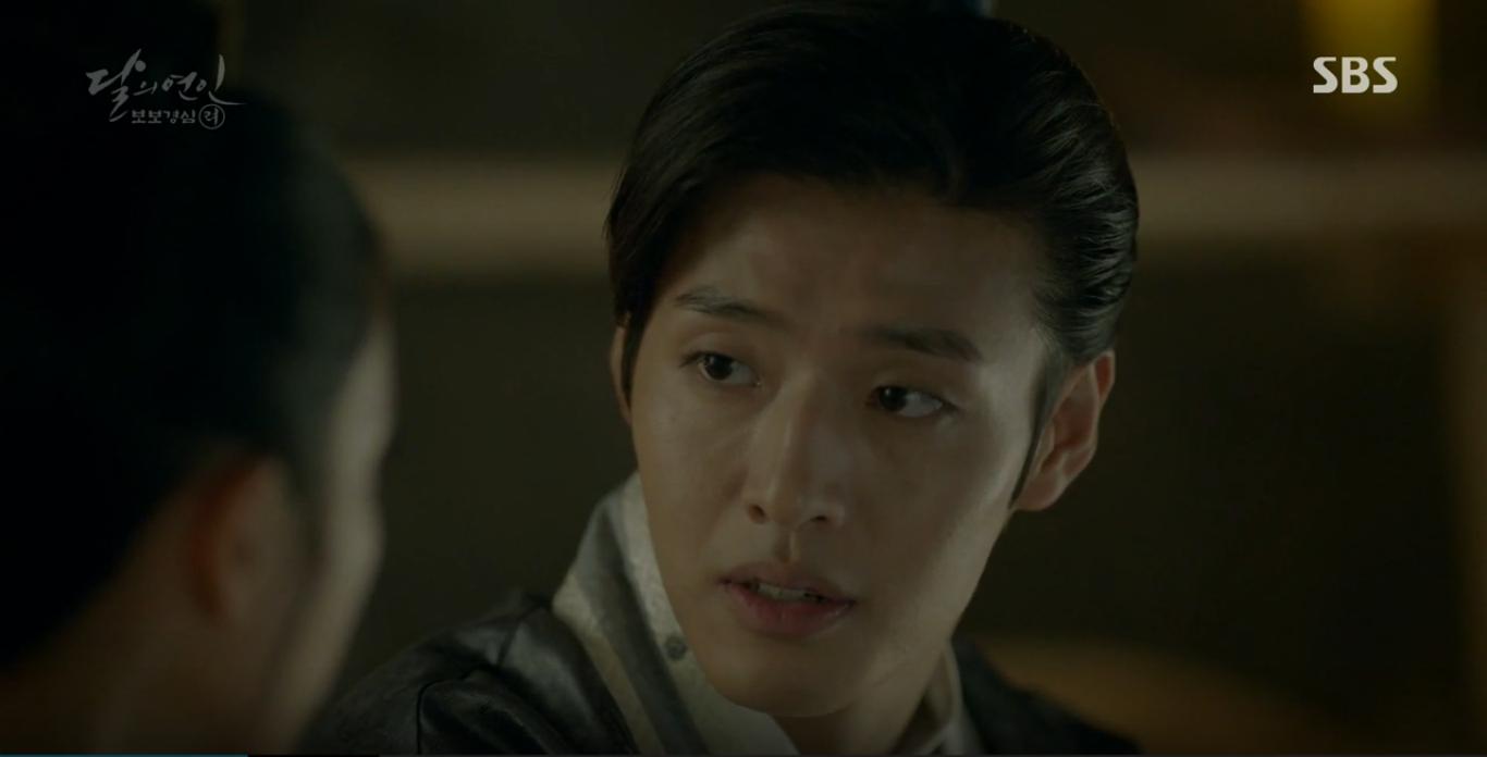 Moon Lovers: IU trổ tài trang điểm che sẹo giúp Tứ hoàng tử Lee Jun Ki - Ảnh 12.