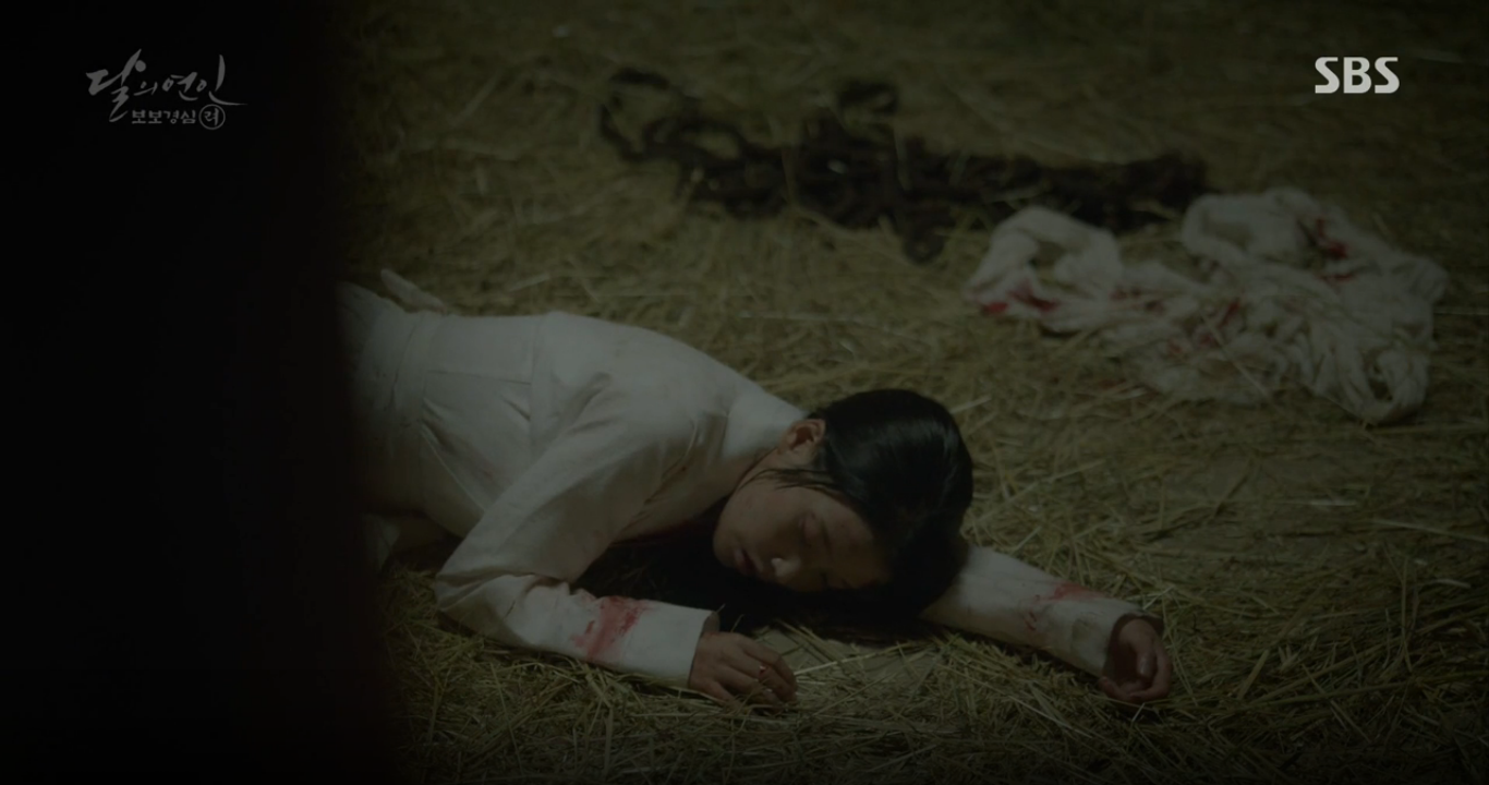 """Moon Lovers: """"Anh Tư"""" Lee Jun Ki tái hiện lại cảnh che mưa kinh điển trong Bộ Bộ Kinh Tâm! - Ảnh 9."""