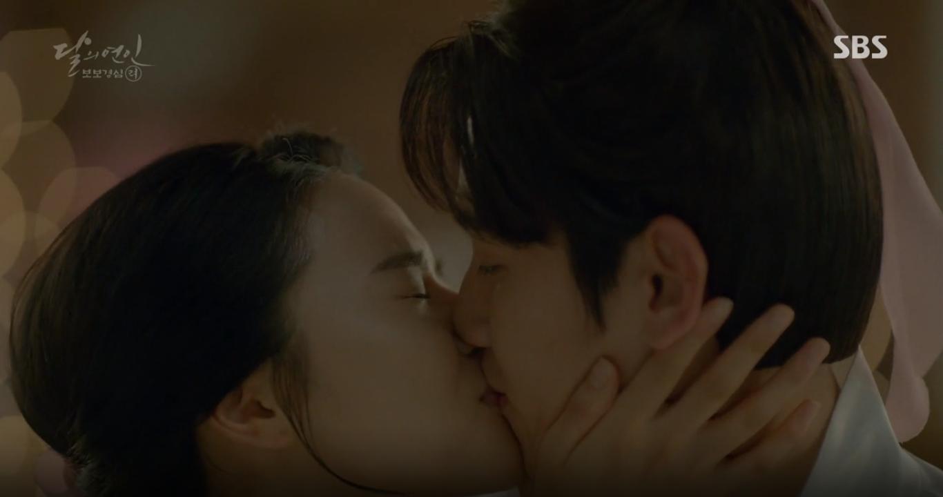 """Moon Lovers: """"Mười"""" Baekhyun chính thức có nụ hôn màn ảnh đầu tiên! - Ảnh 3."""