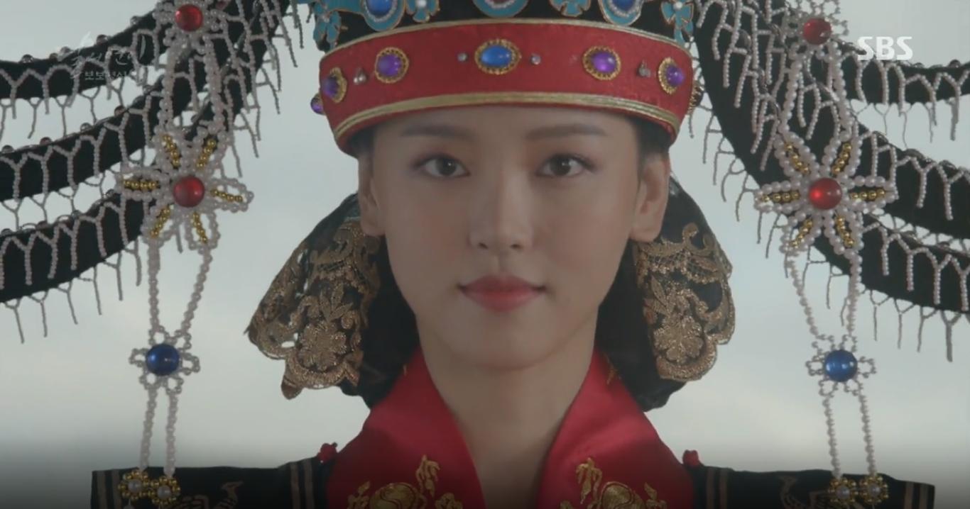 """""""Moon Lovers"""": Lee Jun Ki vừa được IU phong vua đã lập hậu - Ảnh 2."""