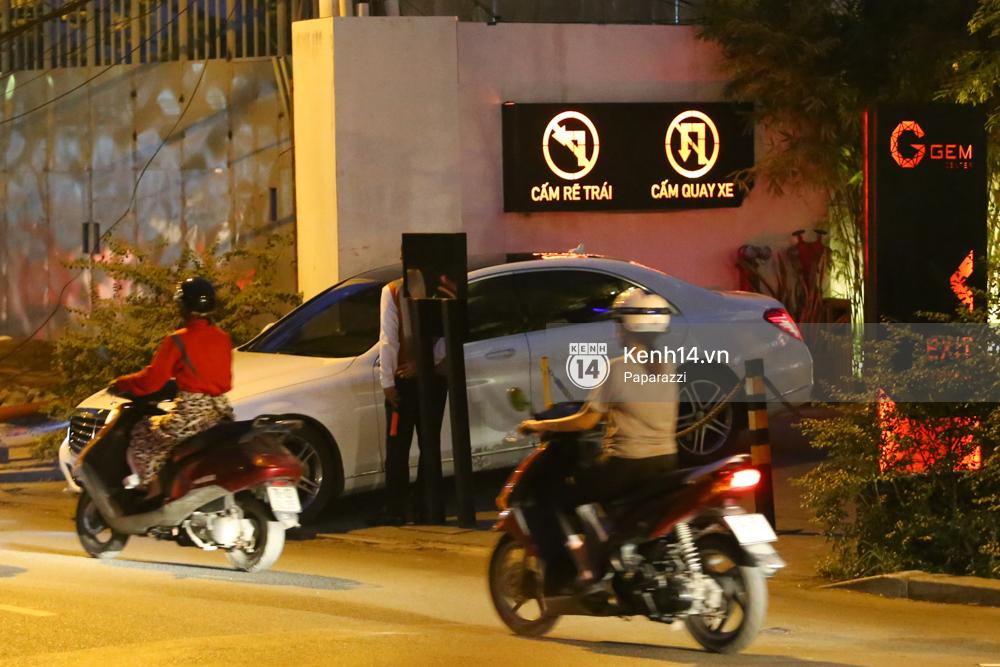 Trấn Thành lái xe chở Hari Won chạy ngược chiều, vi phạm luật giao thông - Ảnh 1.