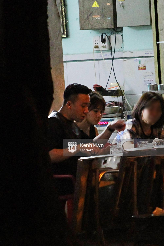Sau sự kiện, Trấn Thành - Hari Won đi ăn đêm ở quán lề đường cùng bạn đến nửa đêm - Ảnh 8.
