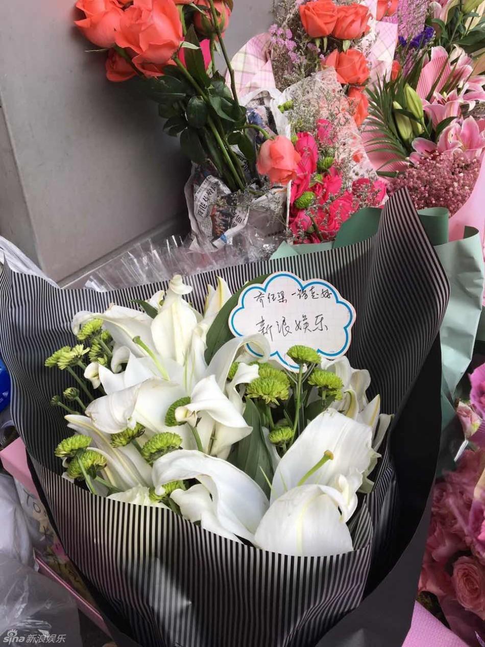 Trần Kiều Ân khóc không ngừng trong lễ an táng mỹ nam Kiều Nhậm Lương - Ảnh 23.