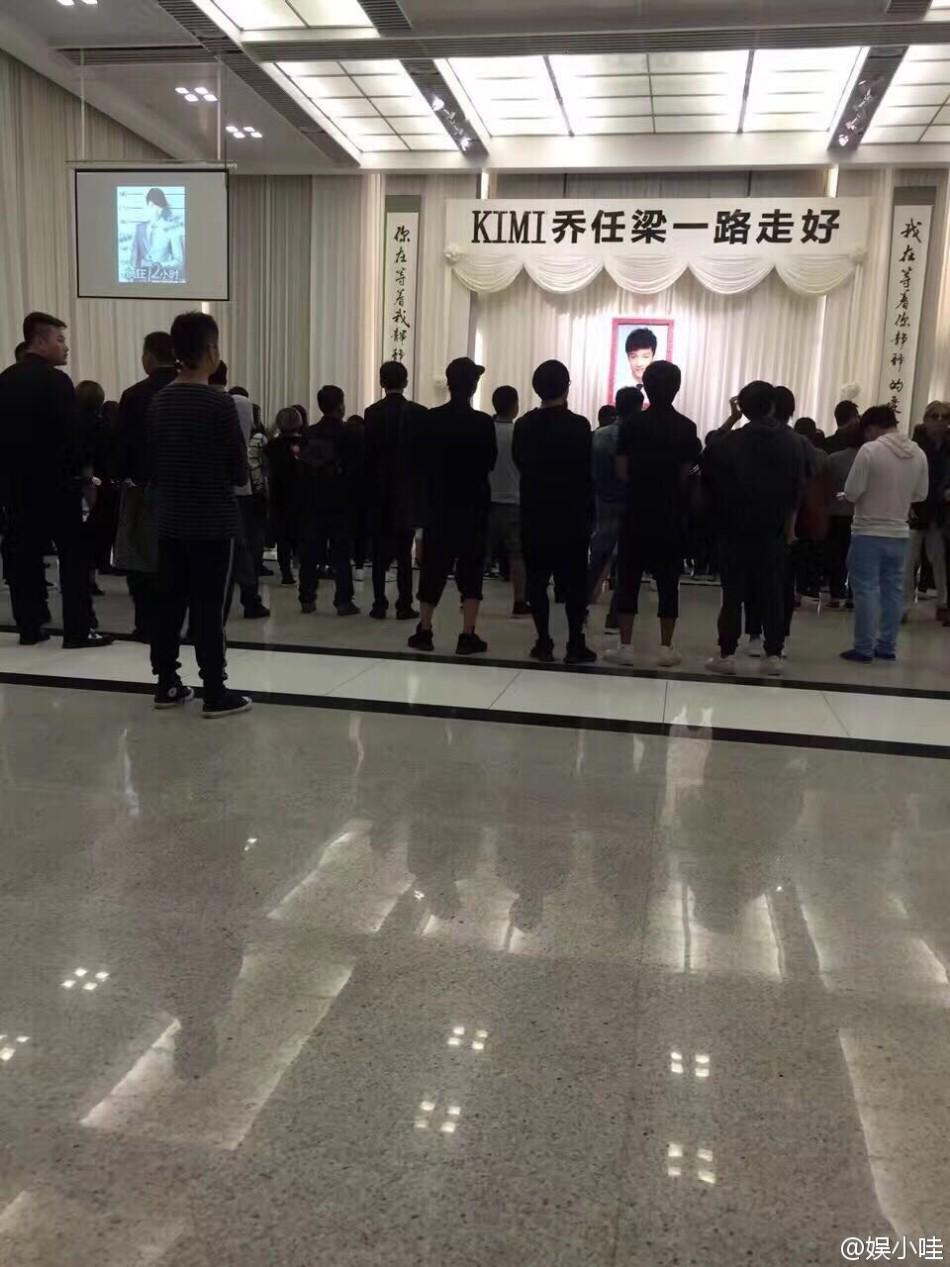 Trần Kiều Ân khóc không ngừng trong lễ an táng mỹ nam Kiều Nhậm Lương - Ảnh 17.