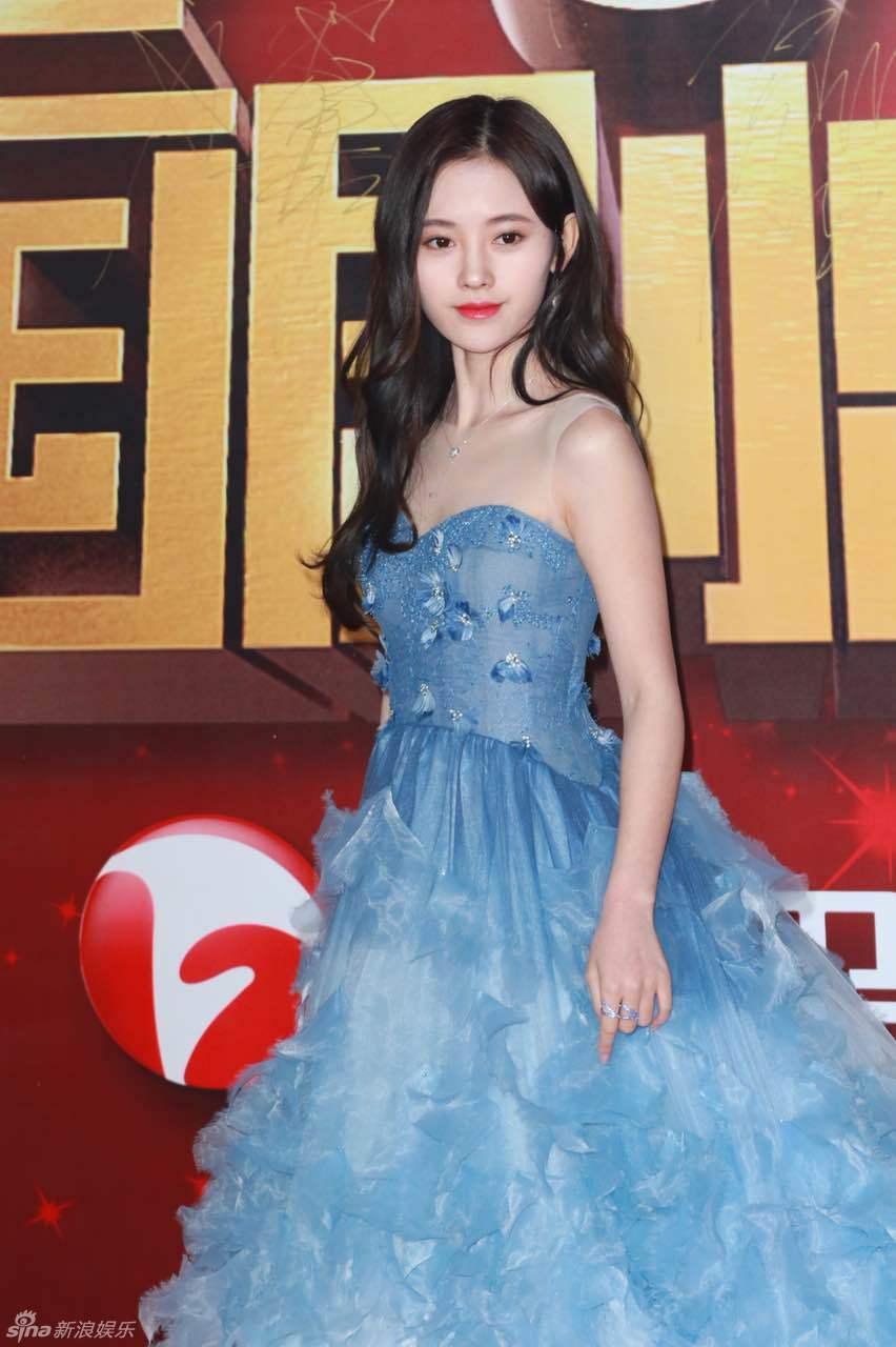 Đường Yên - La Tấn ngọt ngào đến đáng ghen tị, Trần Kiều Ân khoe tóc mái bằng trẻ như gái 20 - Ảnh 19.