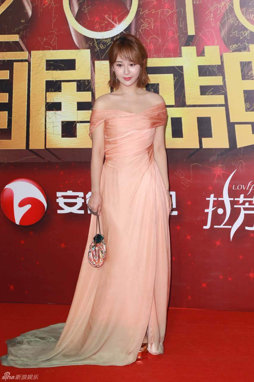 Đường Yên - La Tấn ngọt ngào đến đáng ghen tị, Trần Kiều Ân khoe tóc mái bằng trẻ như gái 20 - Ảnh 25.