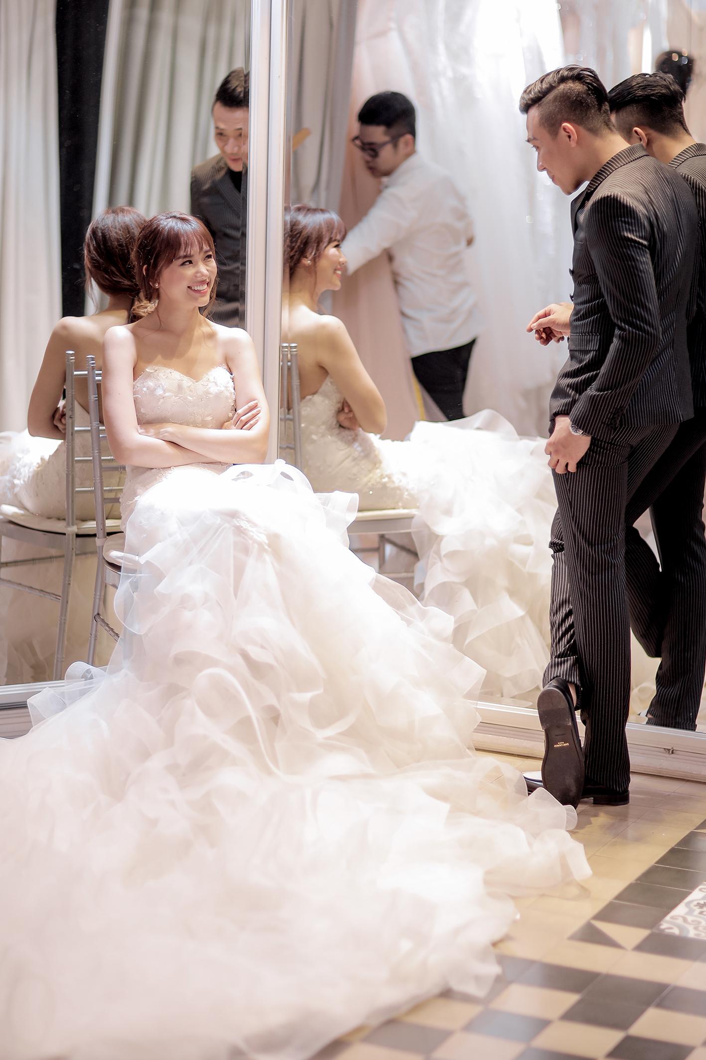 Trấn Thành đặt riêng hai mẫu váy cưới đặc biệt dành tặng Hari Won - Ảnh 5.
