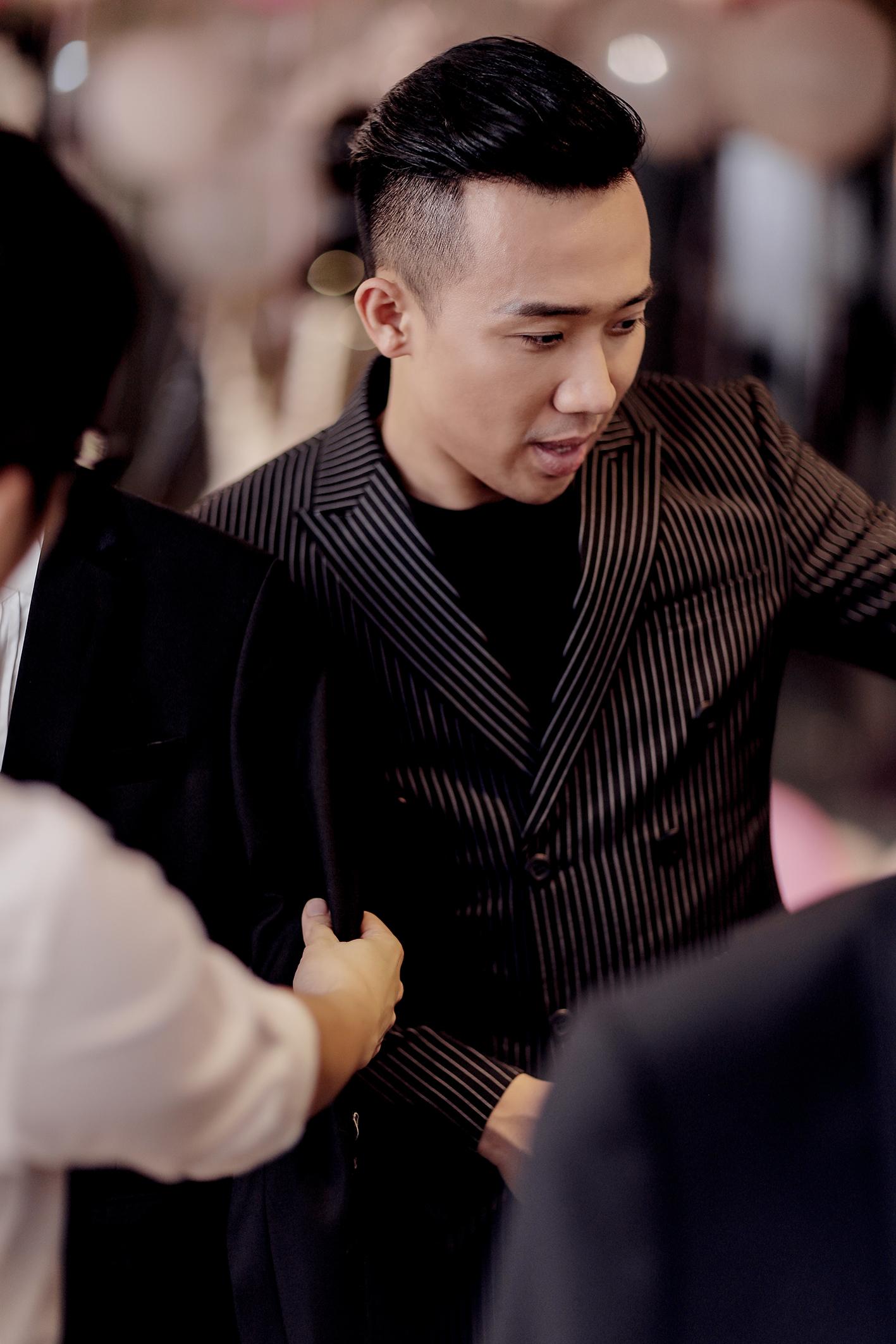 Trấn Thành đặt riêng hai mẫu váy cưới đặc biệt dành tặng Hari Won - Ảnh 8.