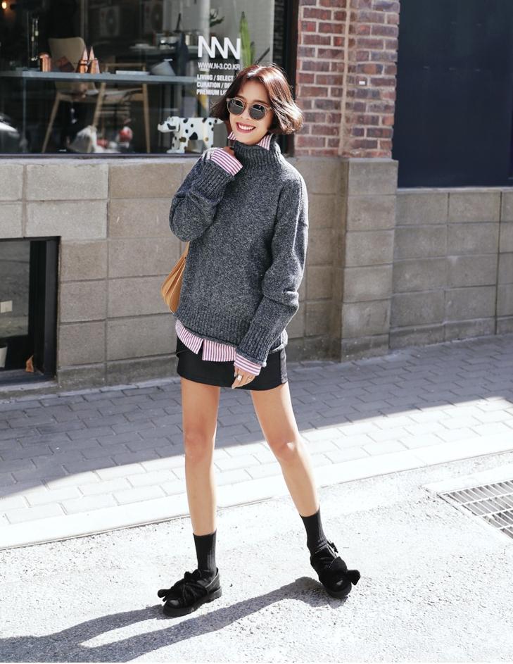 Mùa của những chiếc áo len cổ lọ đã đến, và đây là 7 cách diện thật chuẩn item này - Ảnh 26.