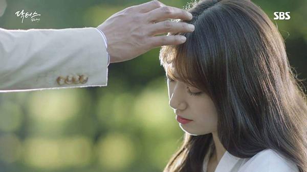 """""""Doctors"""" của Kim Rae Won – Park Shin Hye có cứu được một năm tẻ nhạt của SBS? - Ảnh 8."""