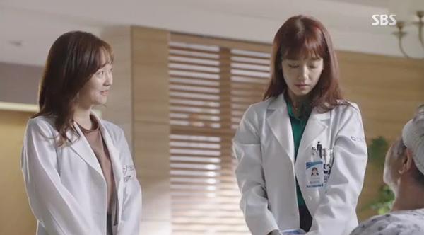 """""""Doctors"""": Xem kìa, Park Shin Hye cuối cùng đã biết ghen! - Ảnh 3."""