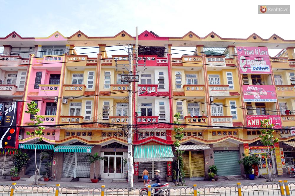 Những khu phố đồng phục thú vị ở Sài Gòn với dãy nhà giống hệt nhau - Ảnh 8.