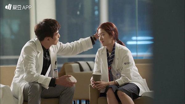 """""""Doctors"""": Không nhịn được cười với chuỗi bi kịch của Yoon Kyun Sang - Ảnh 10."""