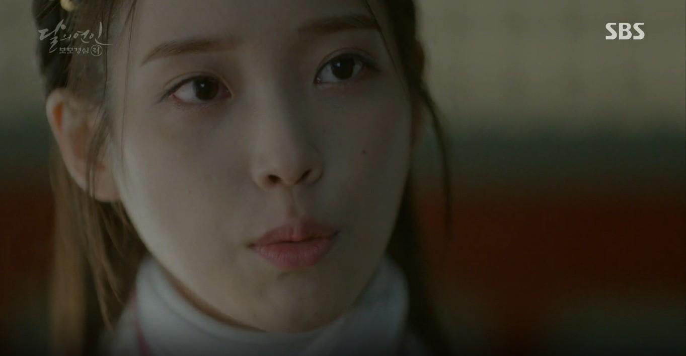 Moon Lovers: Đánh nhau chán chê, hoàng tử Baekhyun lại đột nhiên phải lòng IU - Ảnh 23.