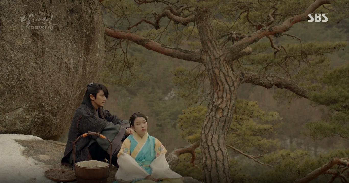 Moon Lovers: Tứ hoàng tử Lee Jun Ki thêm một lần xuất hiện kịp thời giải cứu IU - Ảnh 12.