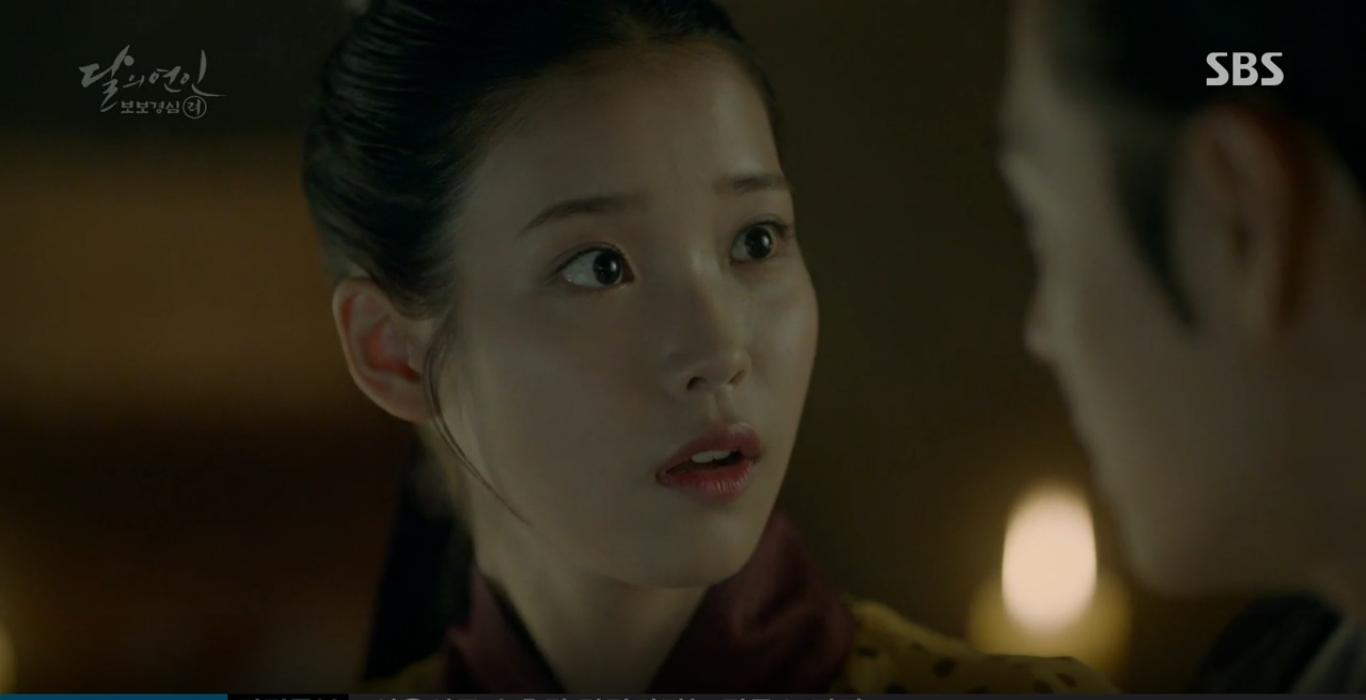 Moon Lovers: IU trổ tài trang điểm che sẹo giúp Tứ hoàng tử Lee Jun Ki - Ảnh 13.