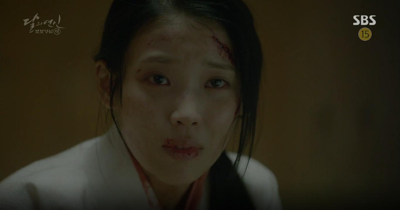 """Moon Lovers: """"Anh Tư"""" Lee Jun Ki tái hiện lại cảnh che mưa kinh điển trong Bộ Bộ Kinh Tâm! - Ảnh 10."""