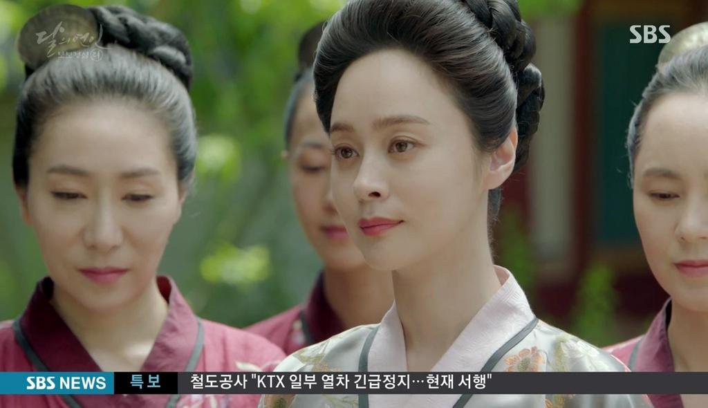Ngoài Lee Jun Ki và IU, còn 5 mối tình cảm động trong Moon Lovers - Ảnh 4.