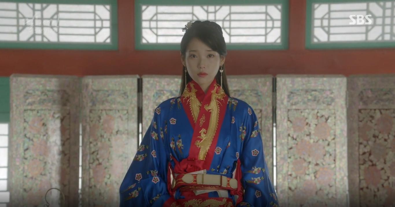 """""""Moon Lovers"""": Lee Jun Ki vừa được IU phong vua đã lập hậu - Ảnh 4."""