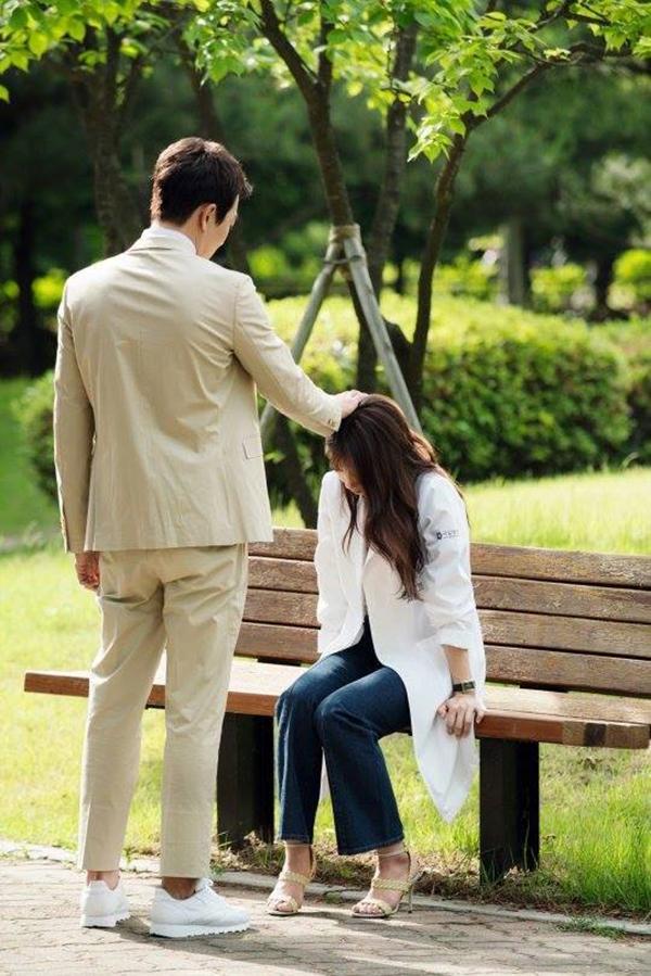 """""""Doctors"""" của Kim Rae Won – Park Shin Hye có cứu được một năm tẻ nhạt của SBS? - Ảnh 9."""