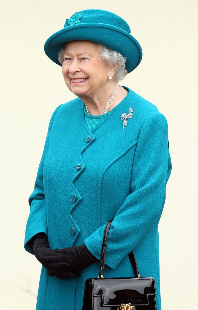 Lý do xúc động đằng sau phong cách thời trang chóe lọe của Nữ hoàng Anh - Ảnh 5.