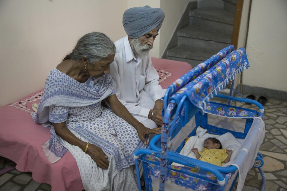 Câu chuyện của bà mẹ 72 tuổi bất chấp tính mạng để sinh con - Ảnh 8.