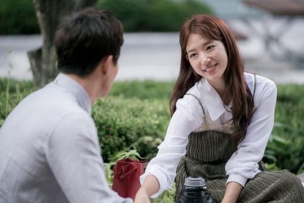 """""""Doctors"""": Không nhịn được cười với chuỗi bi kịch của Yoon Kyun Sang - Ảnh 13."""