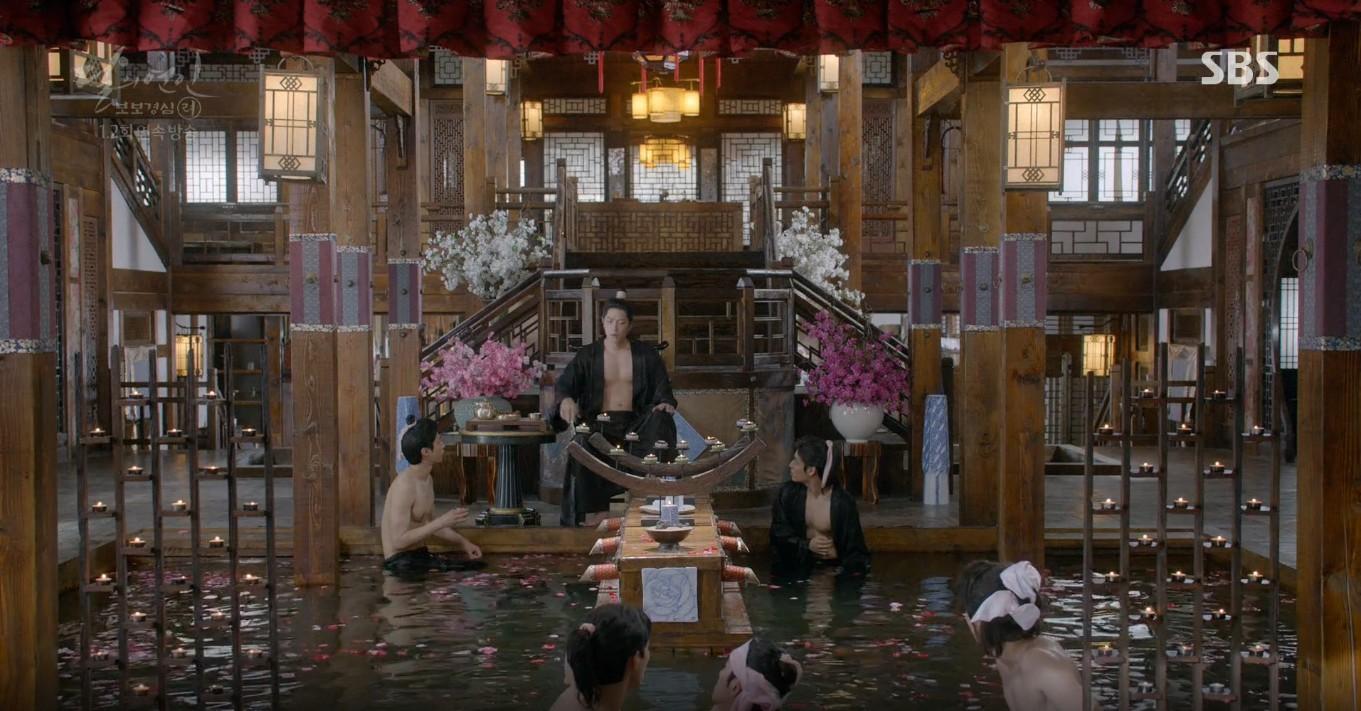 Moon Lovers: Lần đầu gặp gỡ, hoàng tử Lee Jun Ki làm anh hùng cứu mỹ nhân IU - Ảnh 7.